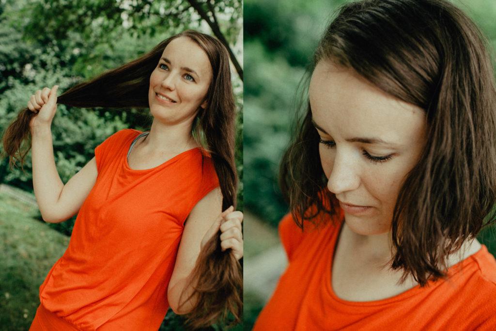 junge Frau mit zwei verschiedenen Frisuren, lange braune Haare und kurze braune Haare